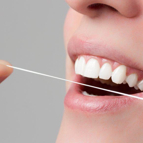 El hilo dental, un gran aliado para tu salud oral